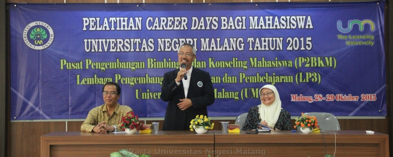 Wakil Rektor III UM, Dr. Samsul Hadi, M.Pd., M.Ed, membuka acara Career Day