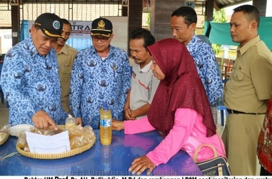 Rektor UM Prof. Dr. AH.Rofi'uddin, M.Pd bersama rombongan LP2M melakukan monitoring dan evaluasi (monev)
