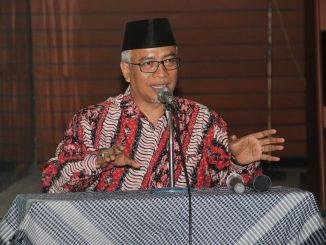 Dr. KH. Isyraqun Najah, M.Ag mengisi acara Renungan dan Dzikir Akhir tahun di Masjid Al Hikmah UM