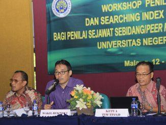 Wakil Rektor I UM, Prof. Dr. Hariyono, M.Pd memberikan pengarahan