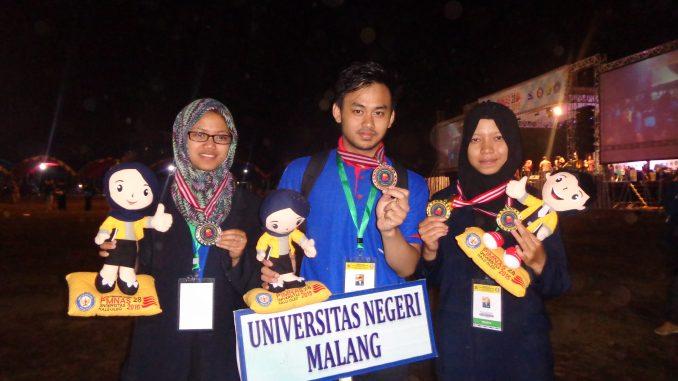Trio wakil UM yang mendapatkan medali emas pada Pimnas ke-28 di UHO Kendari